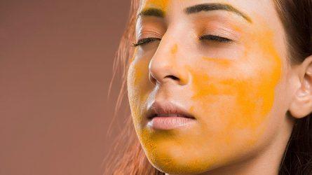 5 công thức mặt nạ tinh bột nghệ trị mụn, mờ thâm dễ làm tại nhà